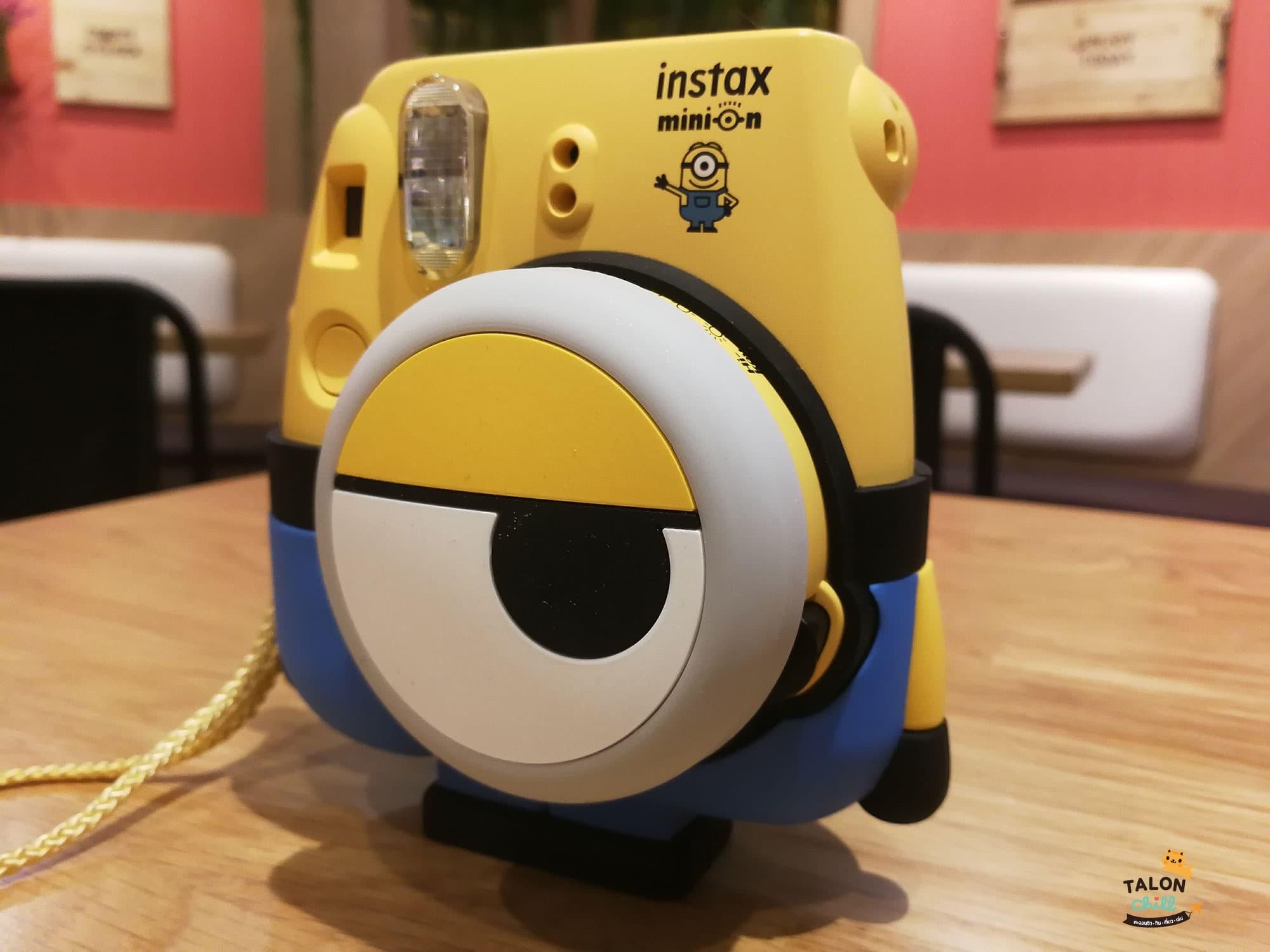 [แกะกล่องรีวิว] กล้องโพลารอยด์ลายมินเนี่ยน (Minion Instax mini 8 Instant Film Camera)