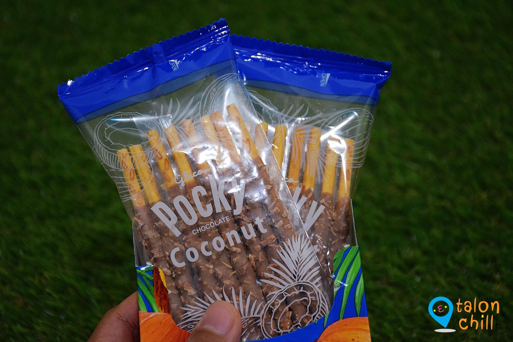 [แกะขนมป็อกกี้รีวิว] บิสกิตแท่งเคลือบช็อกโกแลตนมผสมเกล็ดมะพร้าว (Pocky Chocolate Coconut)